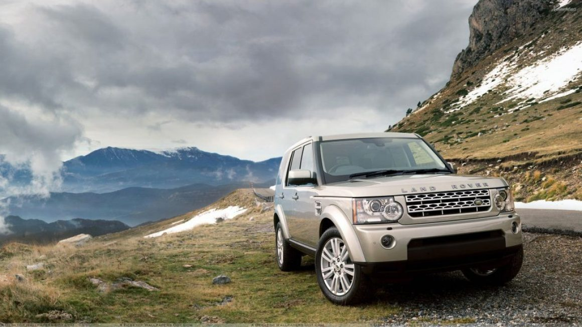 2010 Land Rover Discovery Near Mountains